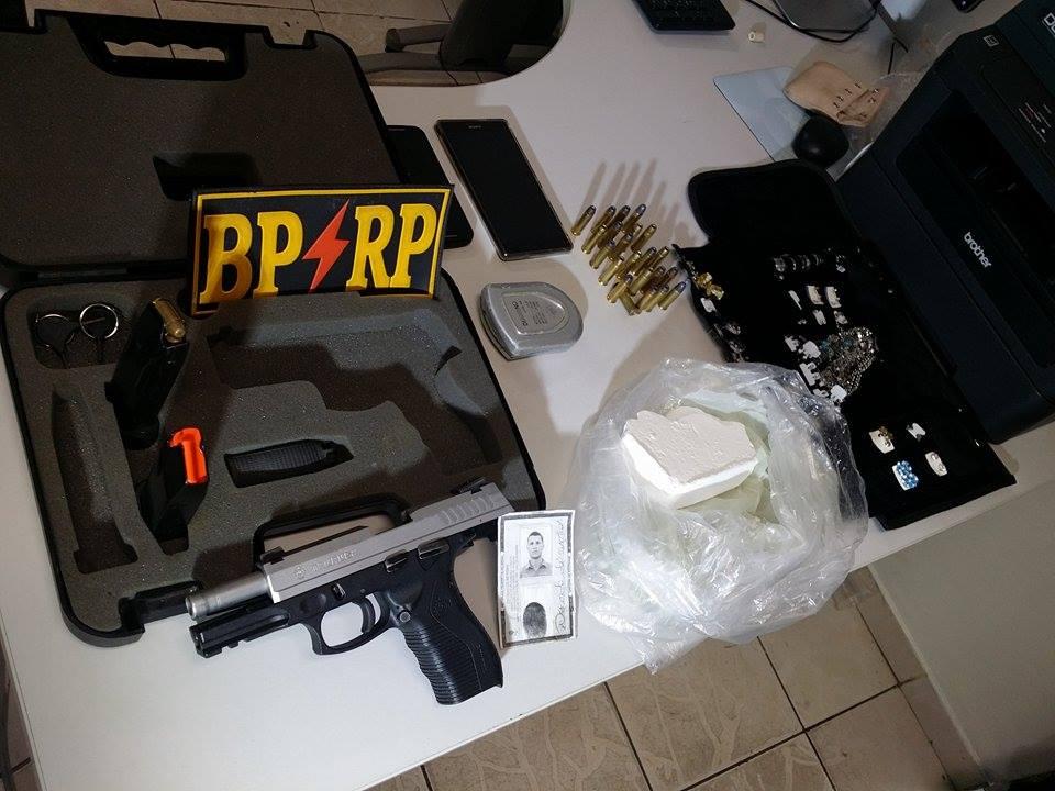 Policiais da RP prendem homem armado com pistola e droga no Fernando Collor