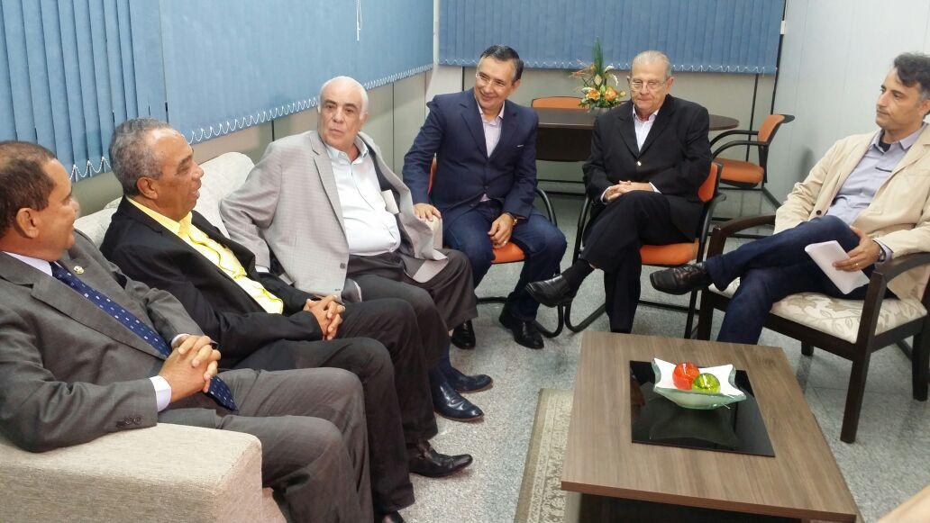 Ministro dos Transportes visita Sergipe e prestigia festa do caminhoneiro em Itabaiana