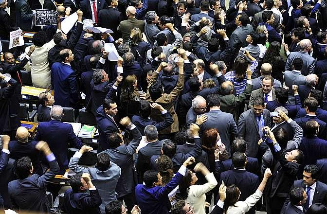 Câmara rejeita PEC que reduz maioridade penal