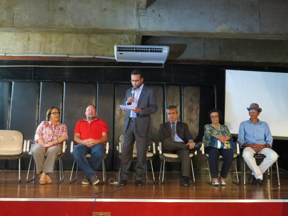 Ana Lúcia debate participação social nas políticas culturais durante seminário