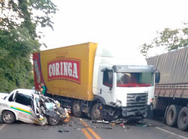 Taxista morre preso as ferragens após bater em caminhão na BR 235 em Laranjeiras
