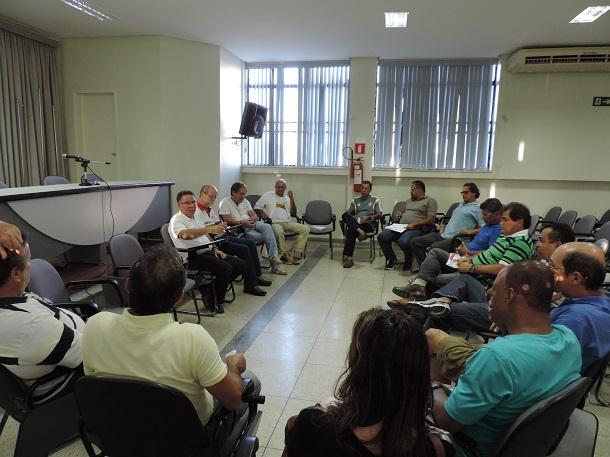 Centrais e sindicatos deliberam indicativo de 'paralisação de advertência'