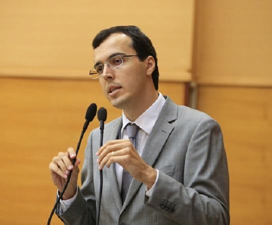"""""""Parcelamento dos salários é uma crise de gestão"""", diz deputado George Passos"""