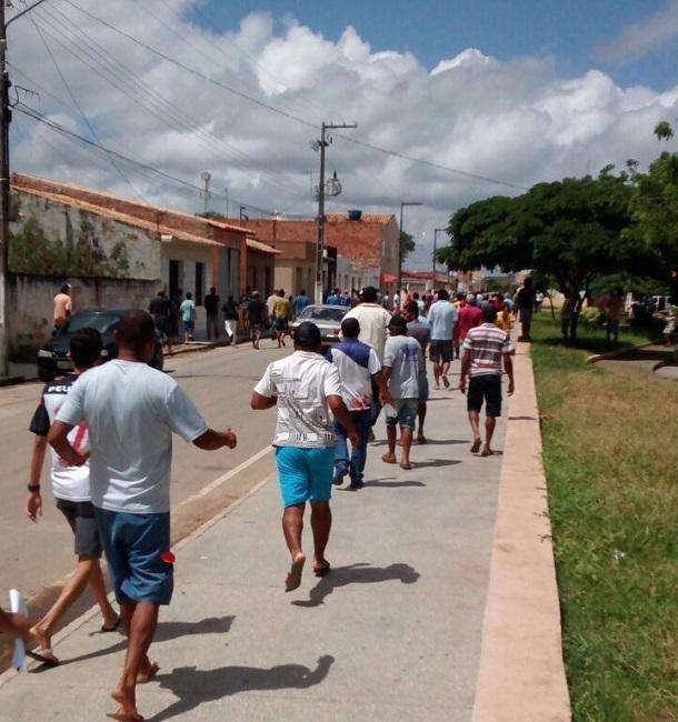Bandidos que assaltaram Ponto Banese liberam os reféns  e se entregam à polícia