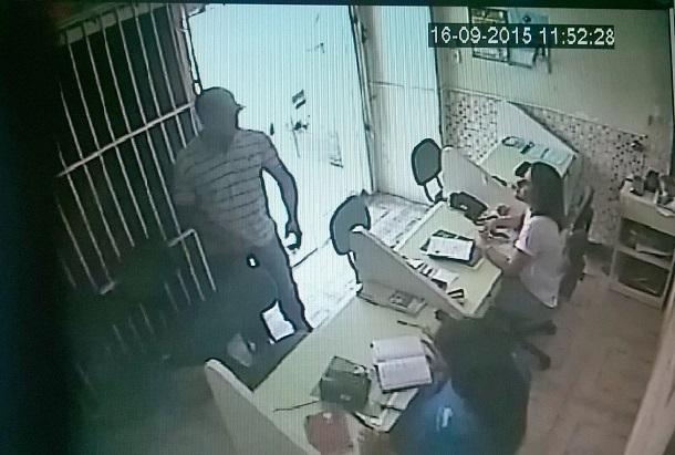Bandido invade central de vendas da Hapvida realiza assalto e prende funcionários no banheiro