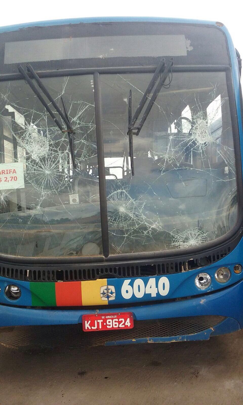 Ação de vandalos em São Cristóvão deixa ônibus inutilizados