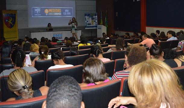 """Ministério Público Federal apresenta  a estudantes  campanha """"Dez Medidas contra a Corrupção"""""""