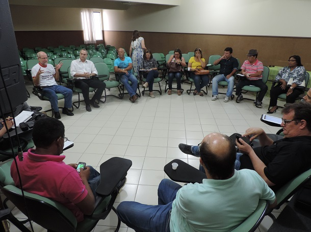 Sindicalistas deliberam indicativo de greve unificada