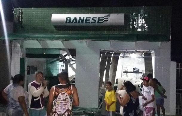 Bandidos explodem agência do Banco Banese em Pedra Mole