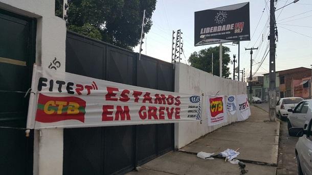 Radialistas de Sergipe fecham a Liberdade FM de Aracaju