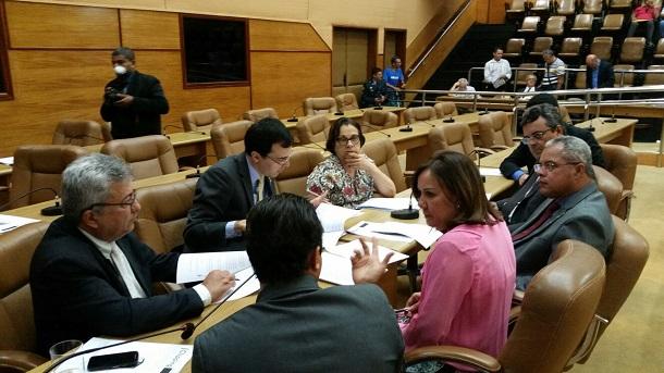 Criada Frente Parlamentar em defesa das mulheres