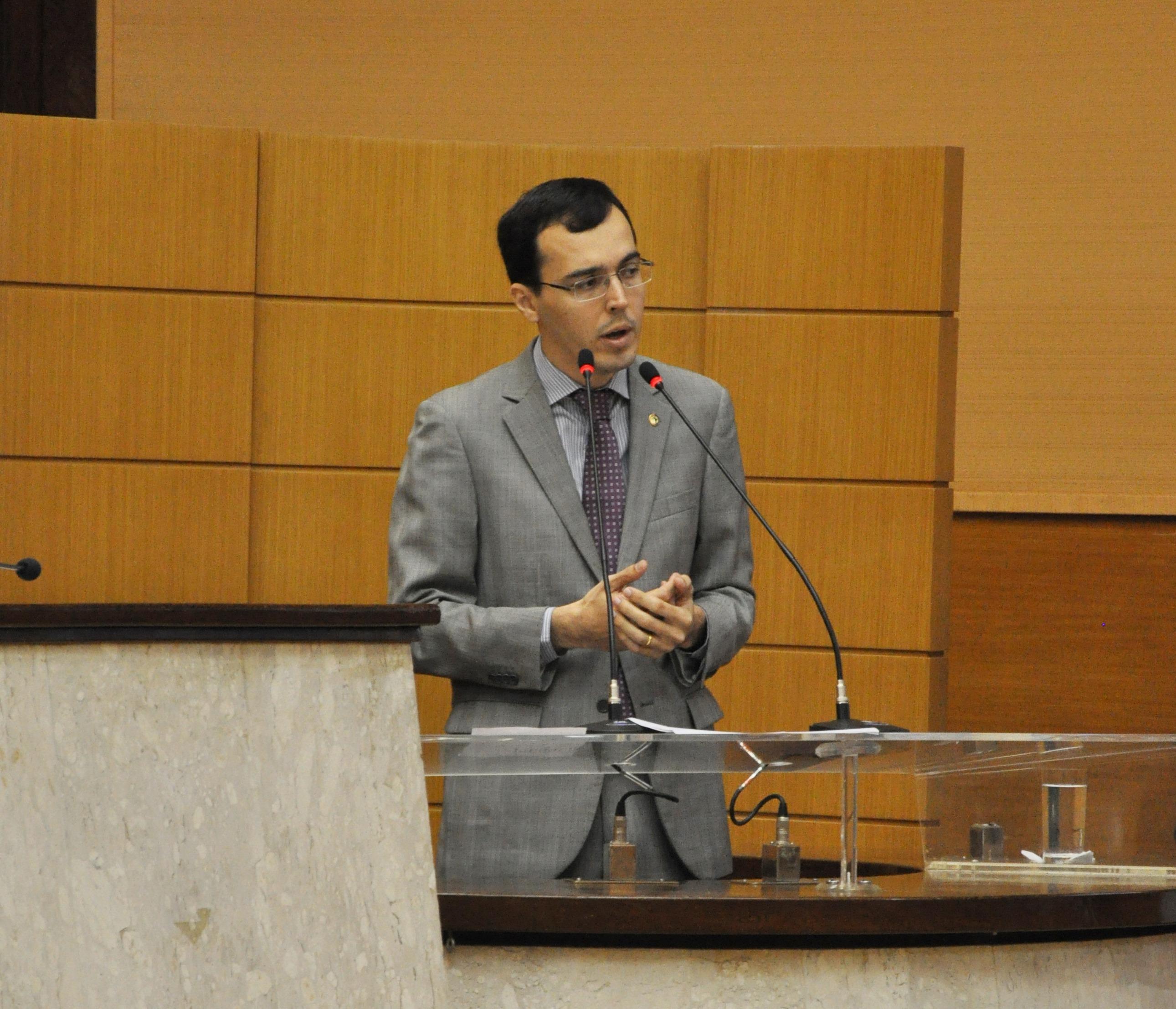 Deputado critica opção do Governo de utilizar depósitos judiciais  para o pagamento do funcionalismo