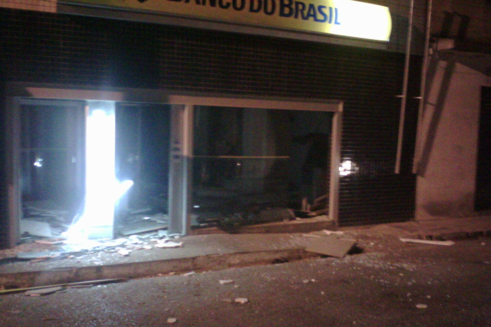 Bandidos explodem caixas eletrônicos no interior de Sergipe