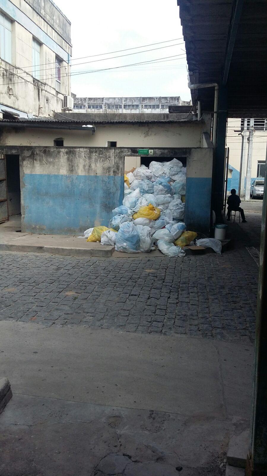 Meio Ambiente notifica Hospital Cirurgia por depósito irregular de lixo infectante