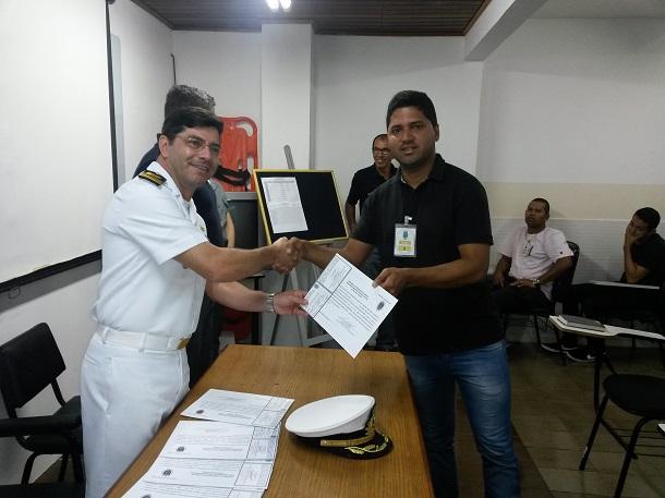 Pirambu habilita profissionais para tripulação de embarcação