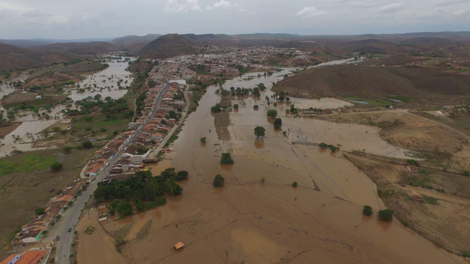 Defesa Civil sobrevoa áreas atingidas pela chuva no sertão