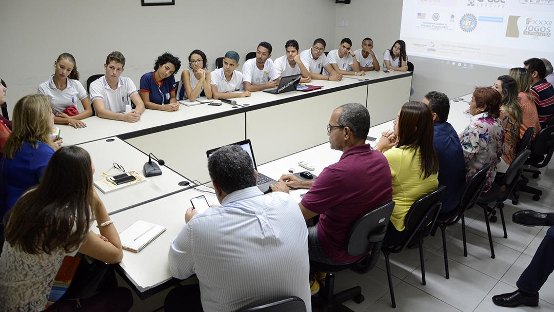 Reunião discutiu problemas apresentados pelos estudantes no Atheneu