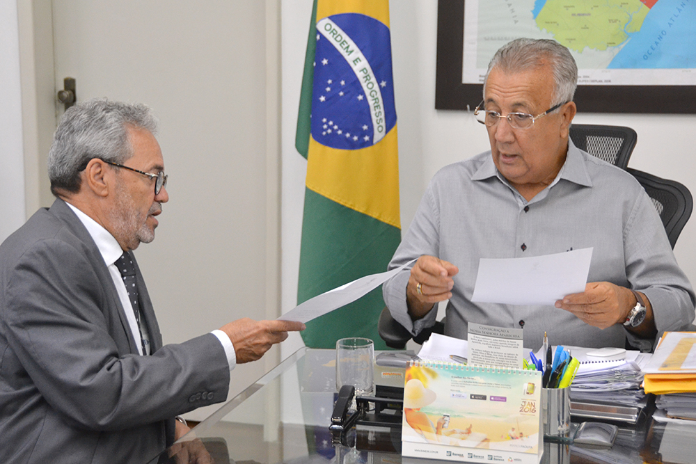 Presidente do TCE entrega a Jackson lista para escolha do procurador geral de Contas