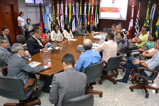 Tribunal de Contas se reúne com dirigentes do Sintese