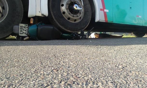 Motociclista morre debaixo de ônibus no Bairro Santo Antônio em Aracaju