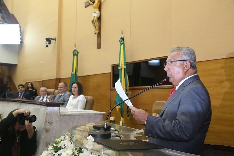 Governador abre ano legislativo e diz que mesmo com a crise Estado não parou