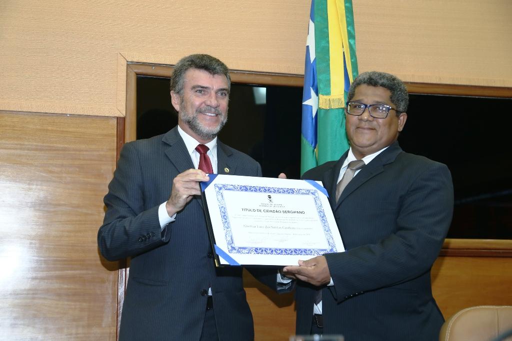 "Decorador baiano ""Lico Cardoso"" recebe da Alese titulo de cidadão Sergipano"