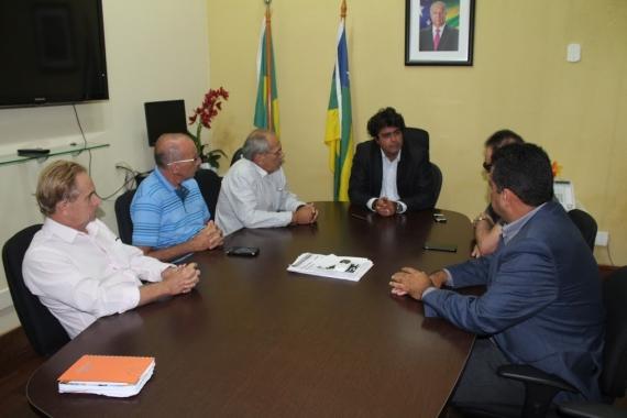 Taxistas pedem ajuda ao secretario da SSP para combater clandestinos e bandidos