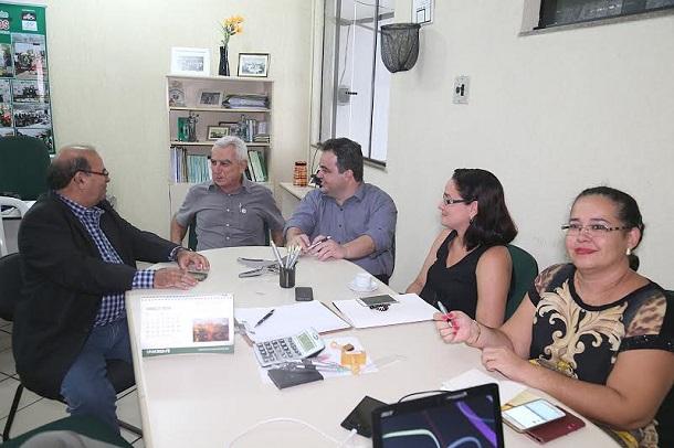SINDMED apresenta pauta de reivindicação e pede apoio  ao presidente  Vinicius Porto