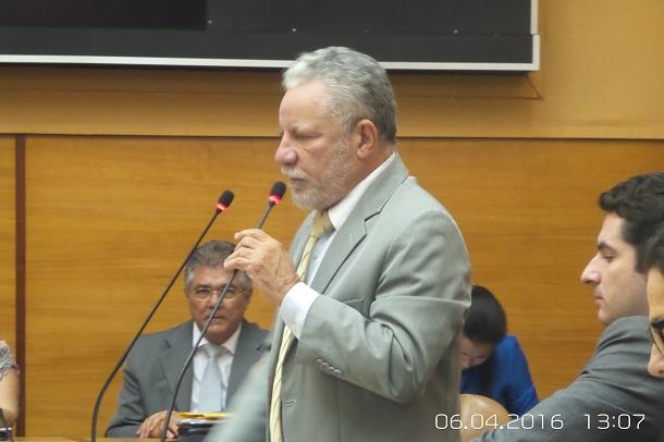 Deputado Francisco Gualberto diz que não reconhece Michel Temer como presidente da República