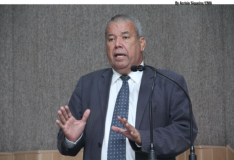 """Qual o amparo legal da empresa Atalaia para atuar em Aracaju?"""", questiona Emmanuel"""