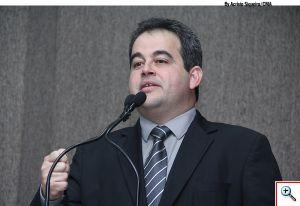 Vinicius reclama do aumento da taxa de foro