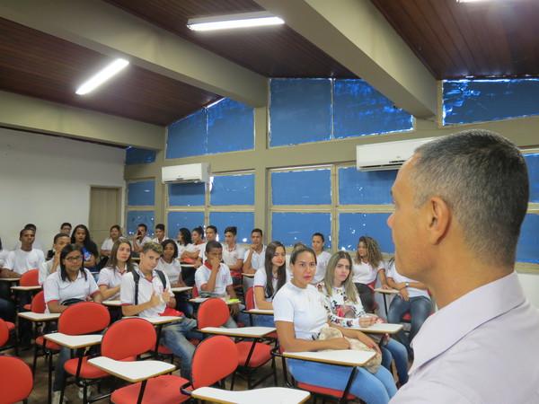 """Projeto """"Parlamentar por um dia"""" é apresentado à Escola João Costa"""