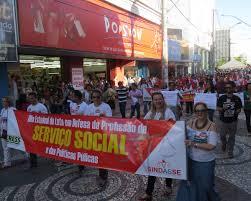 Assistentes sociais reivindicam condições de trabalho em ato público