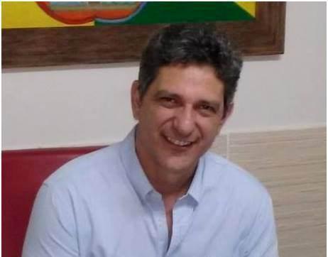 """Presidente do PT diz que o partido não está """"à reboque"""" do governador"""