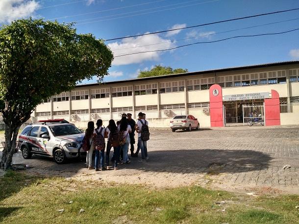 Bandido invade escola em Aracaju e realiza rastão