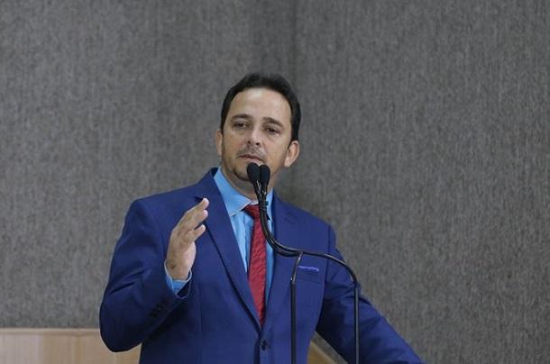 Vereador Fábio Meireles defende permanência de Daniele Garcia no Deotap