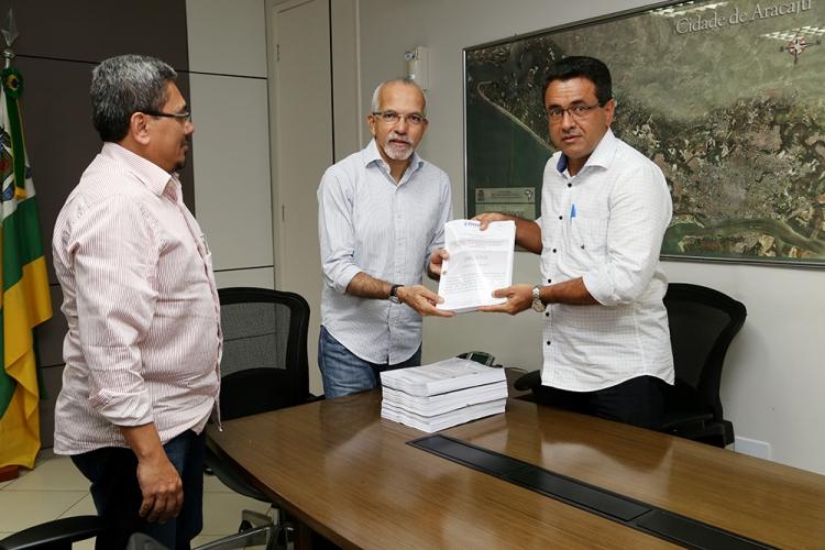 PMA entrega documentação da contratação emergencial da limpeza ao TCE e MPE