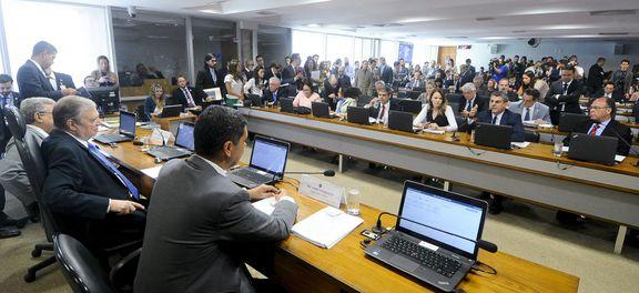 Acordo adia votação da reforma trabalhista para semana que vem no Senado