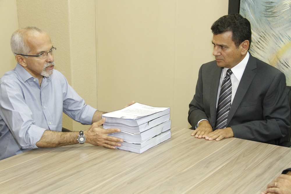 PMA entrega documentos da contratação do lixo, mas TCE mantém prazo para edital amplo