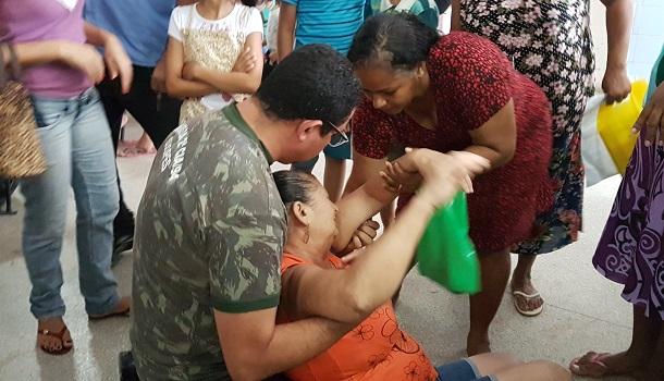 Mulher passa mal em posto de saúde de Aracaju a espera de atendimento