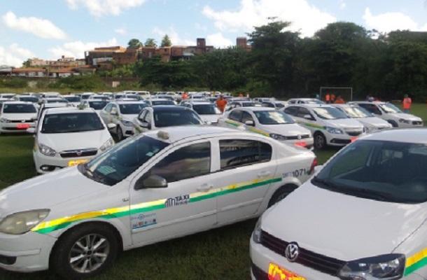 Taxistas de Aracaju fazem carreta de protesto