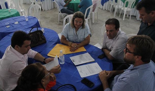 Prefeito Marival  Santana oferece almoço ao líder André Moura